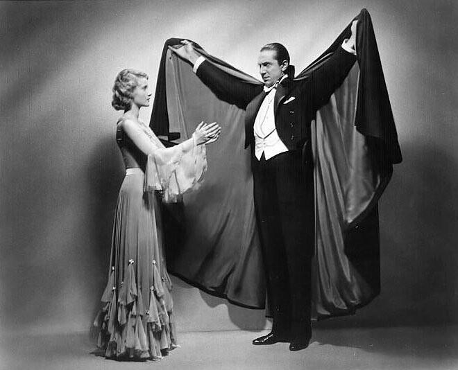 「魔人ドラキュラ」の世界的なヒットによって、黒ずくめに襟の立ったマントなど、(伝統的ゴシックホラーにおける)ドラキュラのイメージが定着した。