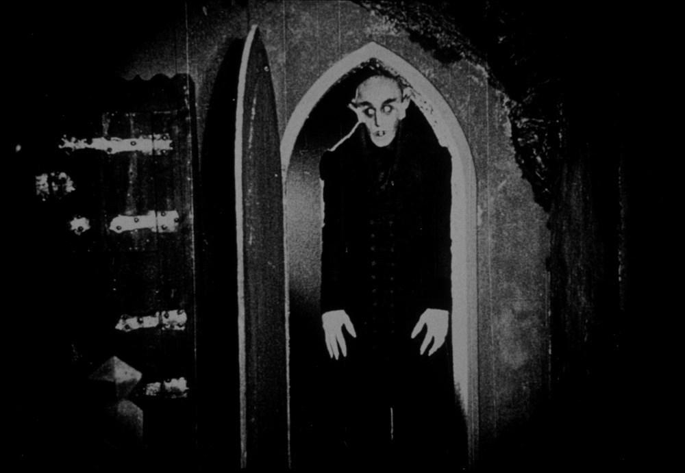 吸血鬼オルロック伯爵の不気味なキャラクター像が強烈なインパクトを残す。醜悪で不気味な怪物型の吸血鬼の元祖。