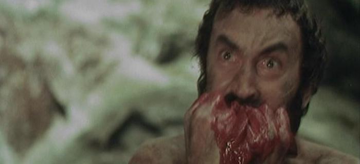 ロバートは追撃してくる食人族の一人を殺すと、その内臓を掴み出して、目の前で食べてみせる。
