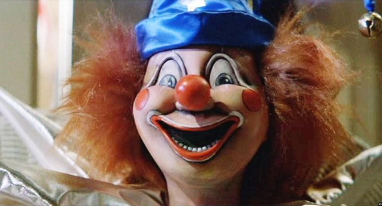 深夜の雷を浴びるピエロ人形に恐怖する子どもの心理などが巧みに描かれていた。不気味な顔のピエロのショットは印象深く、トラウマになった人も。