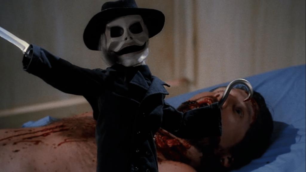 パペット達のリーダー格の「ブレイド」(ガリガリ博士)は、右手にナイフ、左手にフックを備える。