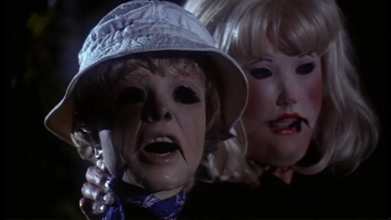 気味の悪い人形のデザインは群を抜いており、視覚的インパクトは抜群。