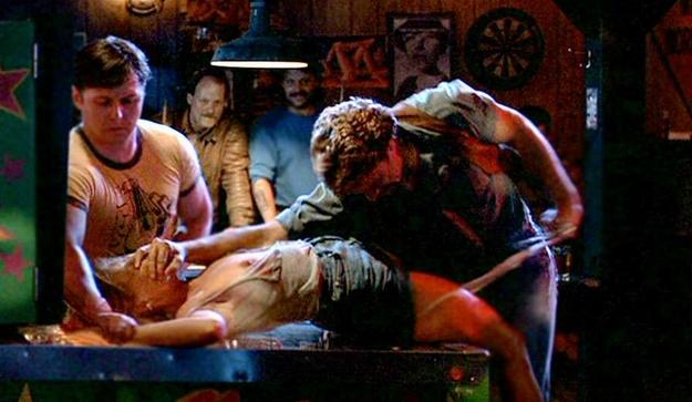 場末の酒場でレイプされたサラは犯人たちを告訴するが、事件当夜に彼女がマリファナを服用していたことが発覚し…。