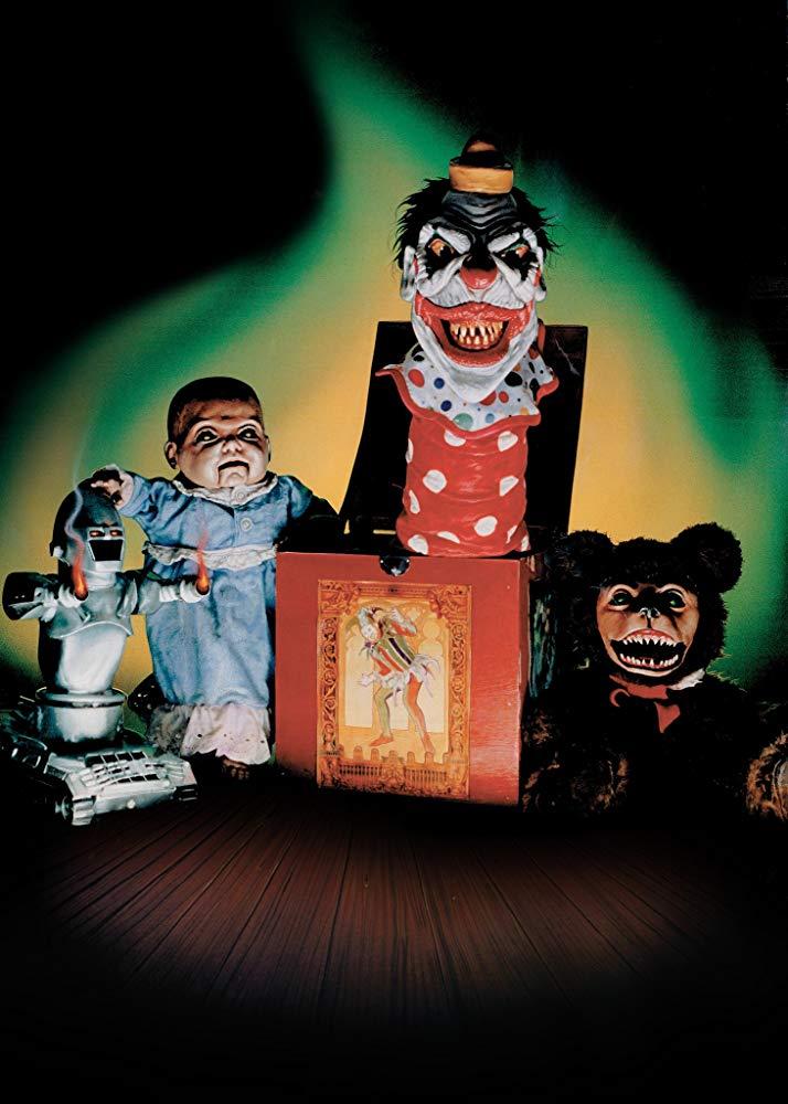 殺人犯を倉庫に追い詰めた警官のジュディス。倉庫には使い古されたおもちゃたちの身も凍るような罠が散りばめられ、人間になろうとする悪魔のたくらみが潜んでいた。