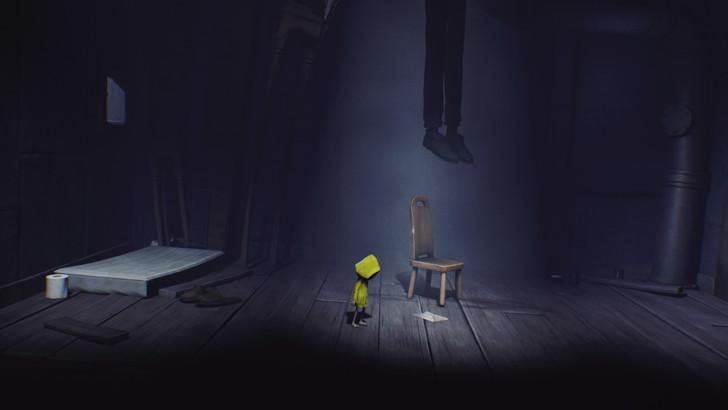 序盤に登場した「首吊り男」。吊り下げられた足だけが見えるという恐ろしい状況。謎な存在。