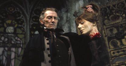 女吸血鬼の首をはねる生首斬首(切株)シーンも描写された。