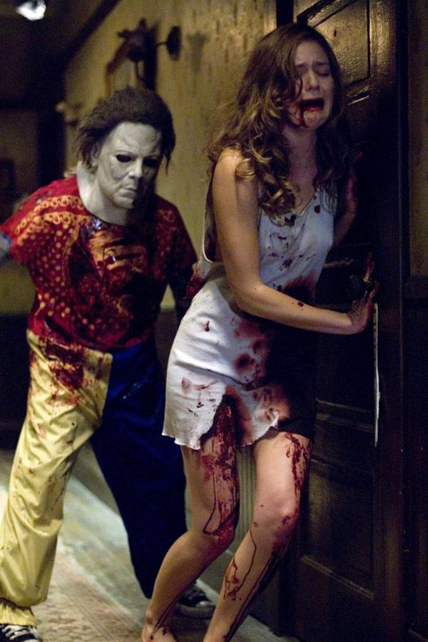 10月31日のハロウィンの夜、マイケルは可愛がっていた幼い妹ひとりを残し、遂に一家惨殺の凶行に及ぶ。