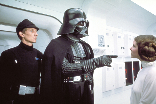 帝国軍の指揮官として反乱同盟軍によるレジスタンス活動の制圧に従事するダース・ベイダー(スター・ウォーズ エピソード4/新たなる希望)。