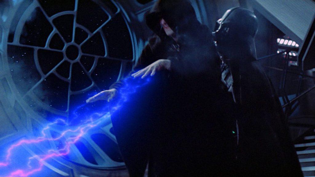 シディアスは、フォース・ライトニングによってルークを殺そうとしたが、ジェダイ騎士アナキン・スカイウォーカーとして復活したベイダーの捨て身の行動で滅ぼされた。