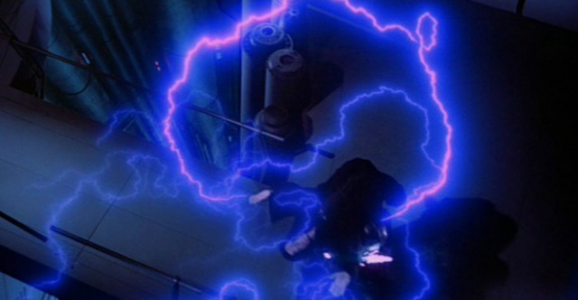 息子の説得に心を動かされたダース・ベイダーは、自らの命を犠牲にして皇帝を滅ぼす。シディアスを持ち上げて第2デス・スターの反応炉へと落下させた。