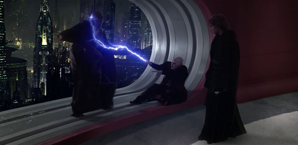 アナキンはとっさにライトセーバーを振るいメイスの右手をライトセーバーごと切り落としていた。この時を待っていたパルパティーンは全身全霊を込めたフォースの電撃を放ち、メイスはコルサントの摩天楼に向かって吹き飛ばされた。