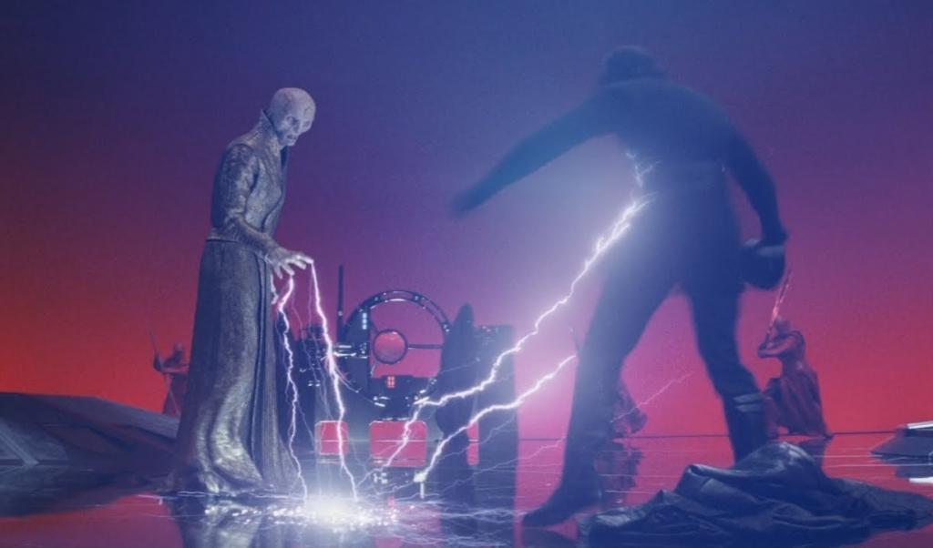 最高指導者スノークの嘲りに激怒したレンは思わず足を踏み出そうとしたが、スノークはフォース・ライトニングで彼を退け、瞬時に戦闘態勢に入ったエリート・プレトリアン・ガードたちを手で制した(スター・ウォーズ/最後のジェダイ)。