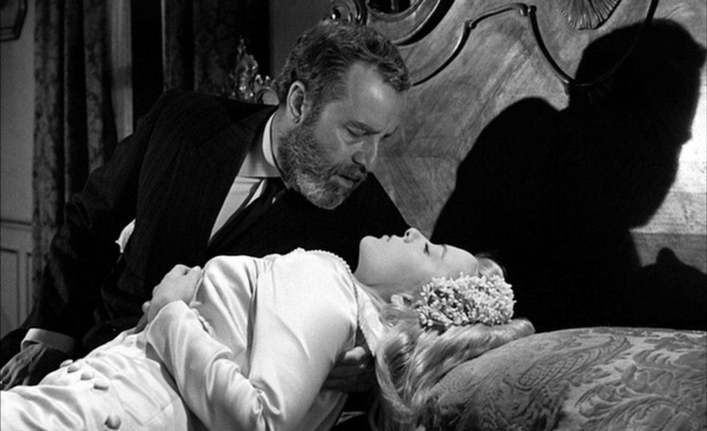 ひとり暮らしの叔父を訪ねた修道女・ビリディアナ。叔父は亡き妻に生き写しの彼女を自分のものにしようとするが、その想いを知ったビリディアナは彼の下を去ってしまう。