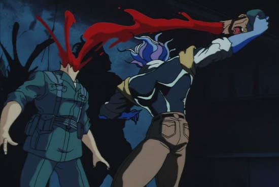 バオーは「バオー・リスキニハーデン・セイバー・フェノメノン」で敵を切り刻んだり、怪力で生首を引きちぎる。80年代OVAゆえに残酷なグロ描写が多い。