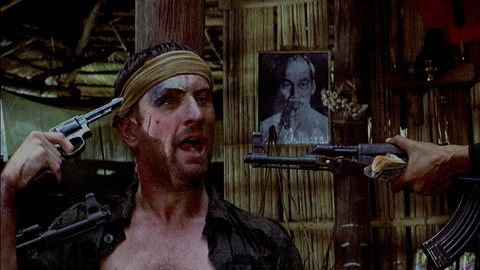 ロバート・デ・ニーロ主演のベトナム戦争映画『ディア・ハンター』のロシアンルーレットシーンは、映画史に残る衝撃のシーン。狂気のシーン。