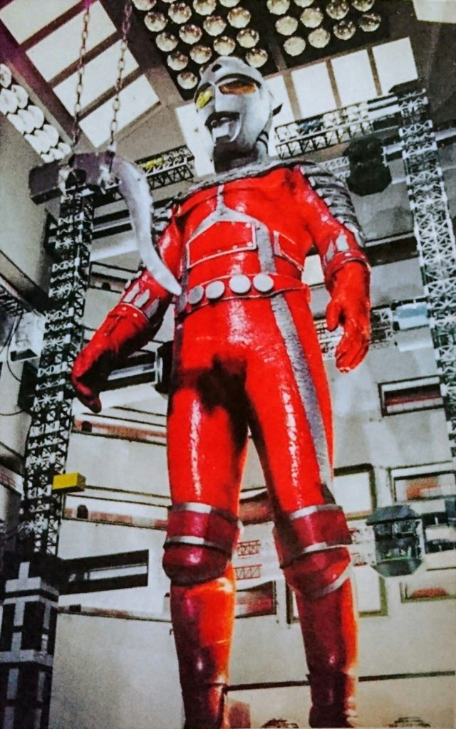 地球侵略を企むサロメ星人の海底工場で作られる。外見は本物のセブンと変わりないが、大きな特徴として腰や手足などの関節部にプロテクターらしき物がついている。