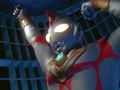 「ウルトラマンダイナ」第49話に登場した人造ウルトラマン「テラノイド」は、外見はダイナに似ており、カラーリングもストロングタイプを髣髴とさせる。