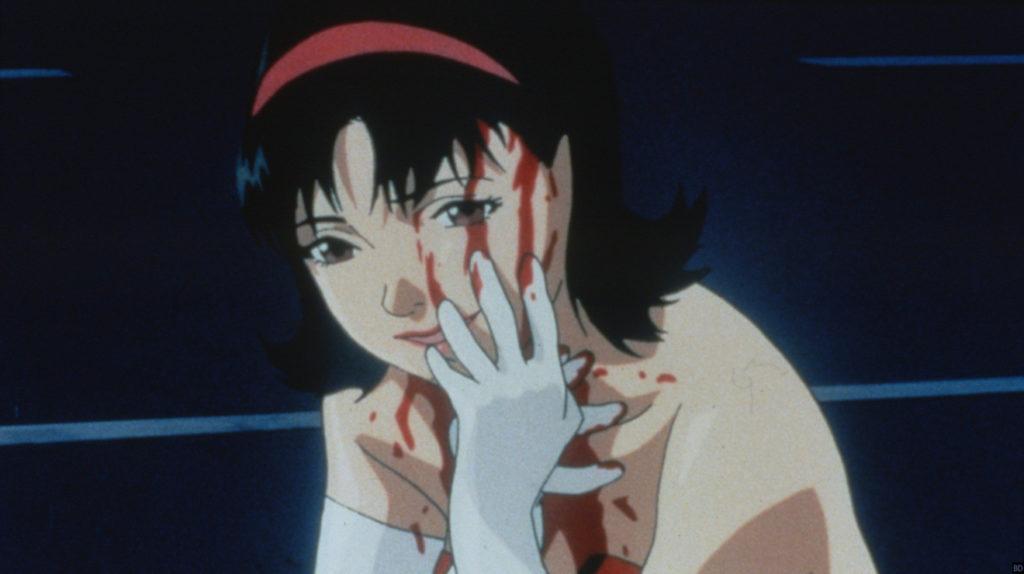 サイコサスペンスアニメ『パーフェクトブルー』(PERFECT BLUE)の象徴的な映像シーンだが、このアイドル姿の霧越 未麻(きりごえ みま)も幻影であり、実態はルミであった。