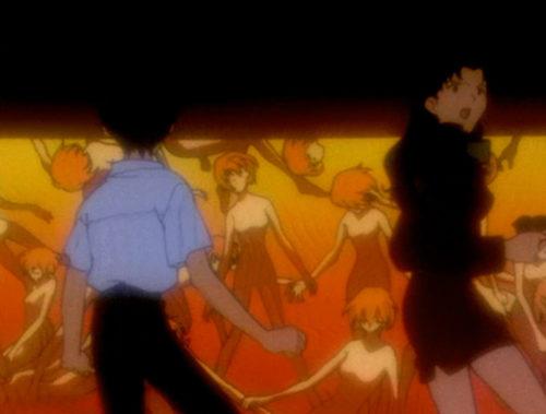 綾波レイのコピーが大量に用意されていた。アニメ史に残る視聴者の度肝を抜いた衝撃的なトラウマシーン(『新世紀エヴァンゲリオン』第23話「涙 / Rei III」)。