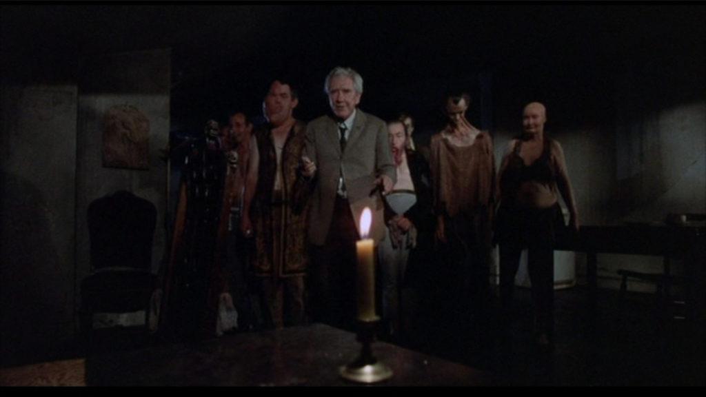 オカルト・ホラー『センチネル』のフリークス大挙登場の伝説のクライマックス・シーン。