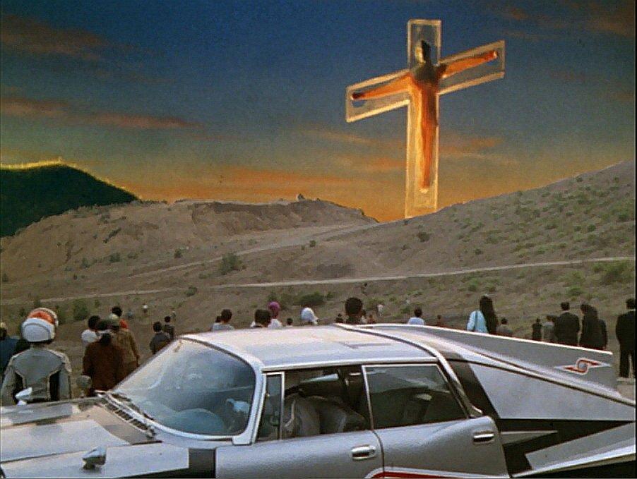 「夜明けとともにセブンを処刑する」とガッツ星人に捕らえられ処刑予告されるセブン。十字架に磔にされるセブン。当時としては、あまりにも衝撃的な映像であった。