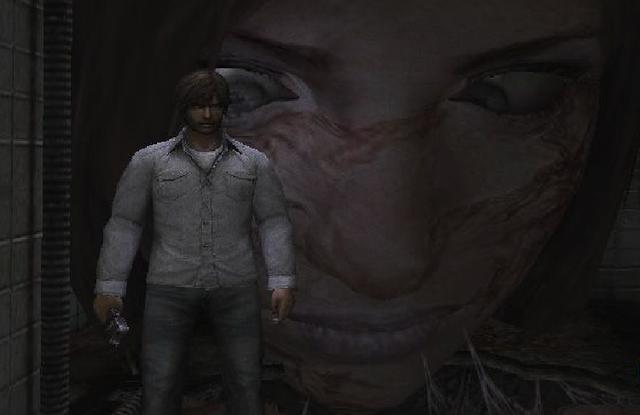 『サイレントヒル4 ザ・ルーム』の病院ステージで出現する「アイリーンの巨大な顔」。痙攣する眼球が常にヘンリーを見つめる。