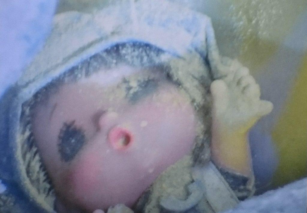 シルバーブルーメに潰されて、崩れ落ちるビルの中の人形のシーンは、視聴者にショックを与えたトラウマシーン。