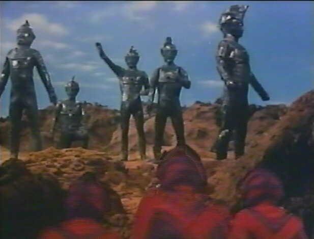 ブロンズ像なってしまったウルトラ5兄弟。