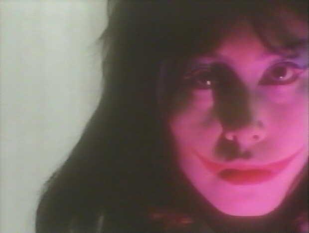 不気味な能面の裏の女ヤプールの素顔は、耳元まである大きな口を持つ鬼のような姿だった。
