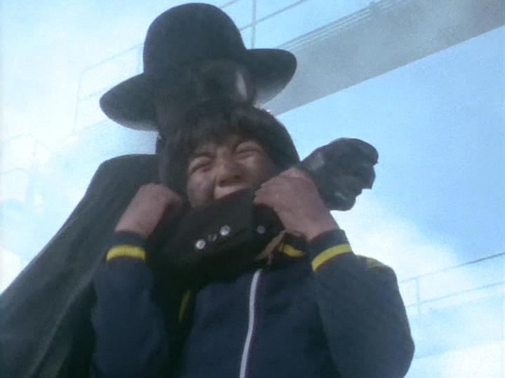 ブラック指令は、トオル少年を人質に取ってレオを痛めつけたが…