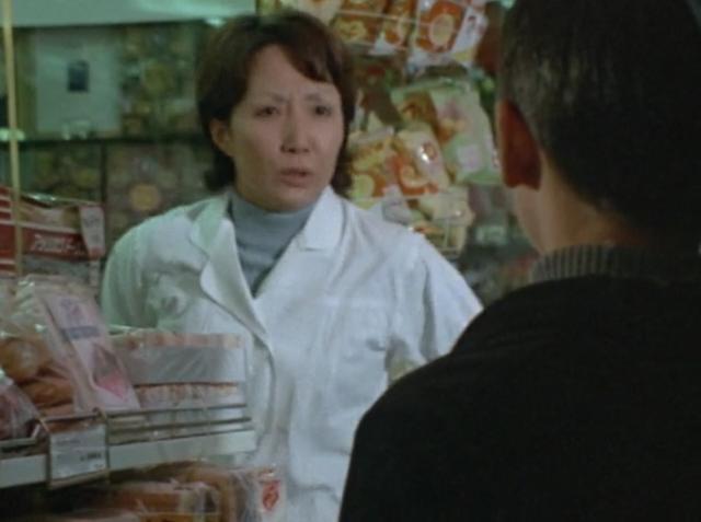 パン屋「悪いけど、よその店行ってよ・・・後で色々言われるの嫌なのよ・・・早く帰ってちょうだい」