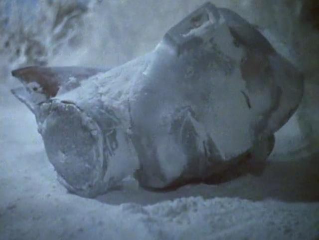 「スノーゴン」の冷凍ガスで凍った新マンがバラバラにされる。坂田 次郎と村野ルミ子の前に、なんと新マンの生首が飛んでくる…。