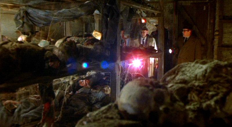 ロンドンの地下鉄に出没する食人鬼の住処…。食い散らかした死体や人骨がたくさん転がっている。