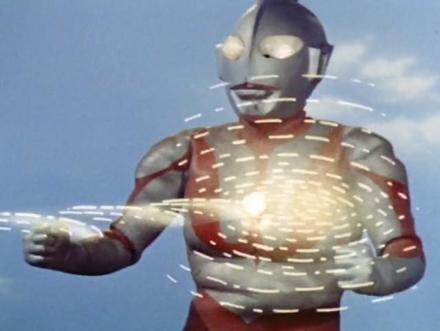ウルトラマンは、ゼットンの波状光線によって胸のカラータイマーを破壊された。