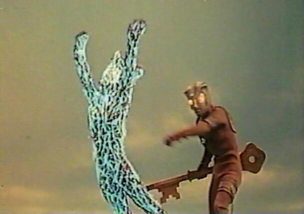 初代ウルトラマン「レオ!俺達はアストラを殺す!」。アストラを庇うレオに、初代マン、新マン、Aの光線が向けられる。ウルトラ兄弟の必殺技をもろに受けたレオは、その場に倒れ込んでしまう。