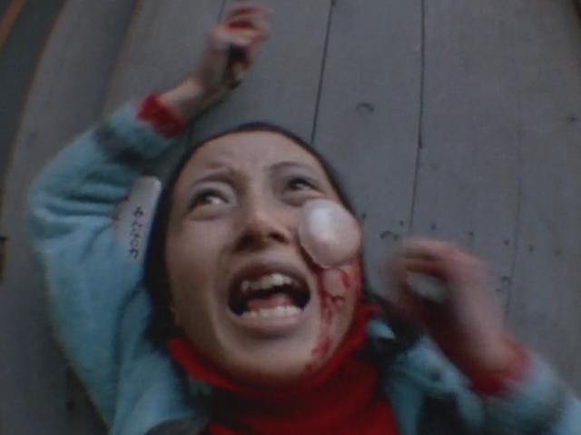 テリナQは自分を傷つけようとした者は目などに張り付いて出血させて殺す。テリナQに名前を刻もうとした女性を殺害。