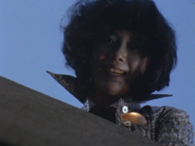 ブラックテリナは「テリナQ」を拾った人間を操りゲンを襲わせる。自我を完全に失ってしまいテリナQによって操られてしまう。操られた美女の狂気っぷりはかなり怖い。