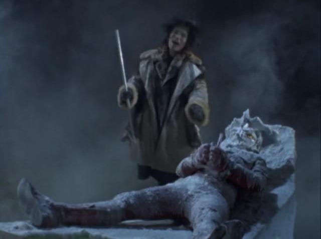 ウルトラマンレオは、零下100度の身体処理室で凍らされてしまう。