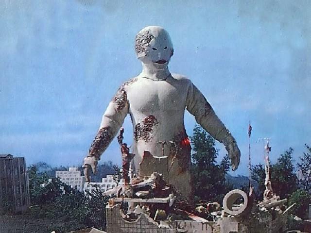 スペル星人は、『ウルトラセブン』幻の欠番回『遊星より愛をこめて』に登場する異星人。母星であるスペル星が爆弾実験の失敗により放射能で汚染され自身も被爆したため、自分たちの血液の代わりとして地球人の血液を奪っていた。