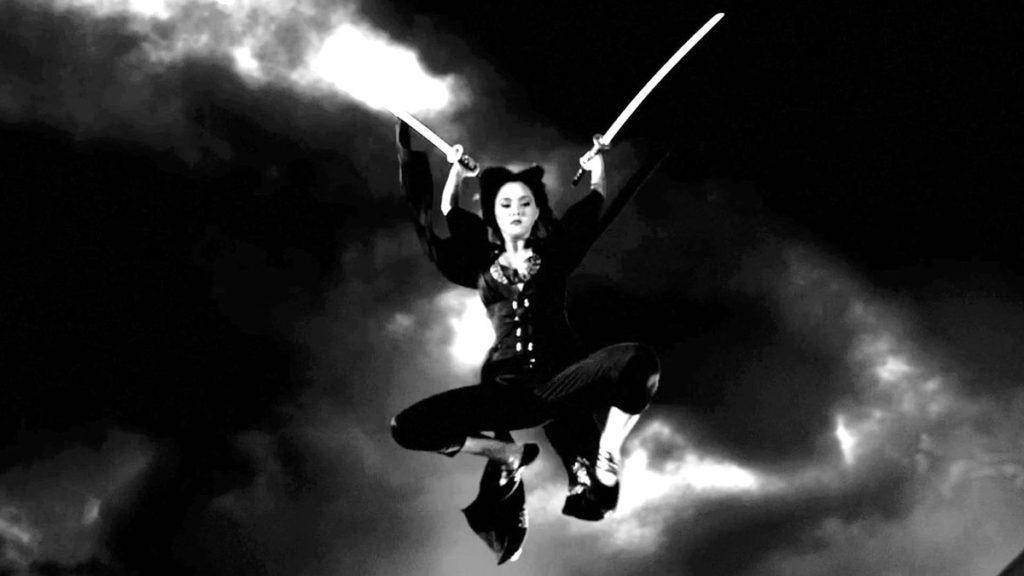 娼婦街の女用心棒のミホ(演:デヴォン青木)は、身体能力は超人並で、戦闘マシーンとも呼ばれる。