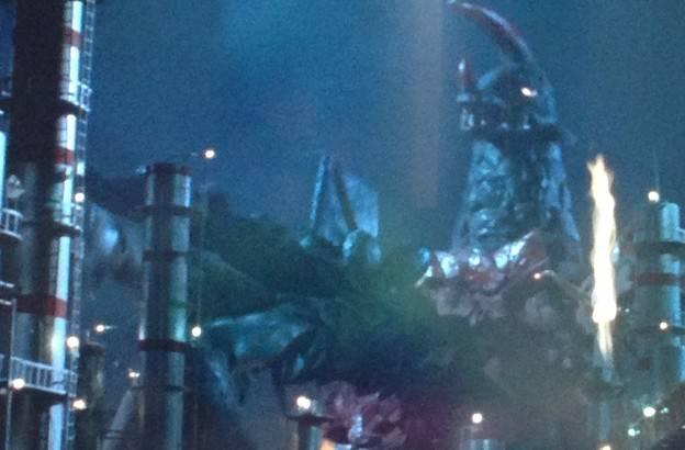 アストロモンスは、腹部のチグリスフラワーに突撃してきたオイルドリンカーをそのまま丸呑みにして捕食してしまった。