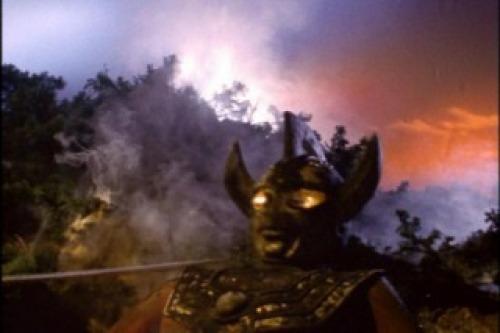 エンマーゴは刀でウルトラマンタロウの首を切り落としてしまった。
