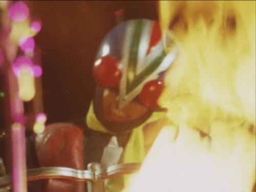 手持ちの爆弾でロケットを自爆させたライダーマンは炎に包まれていく・・・プルトンロケットは爆発した・・・ライダーマンの壮絶な最期。ライダーマンの自己犠牲によって人類は救われた。