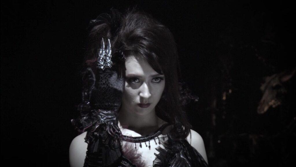 『呀 KIBA 暗黒騎士鎧伝』の「魔戒導師エルダ」役:リア・ディゾン
