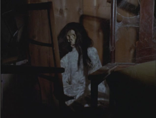 久里の自宅にはかつて同様に結婚を迫られながらあくまで拒んだためそのまま死に至った女性の白骨死体があった。