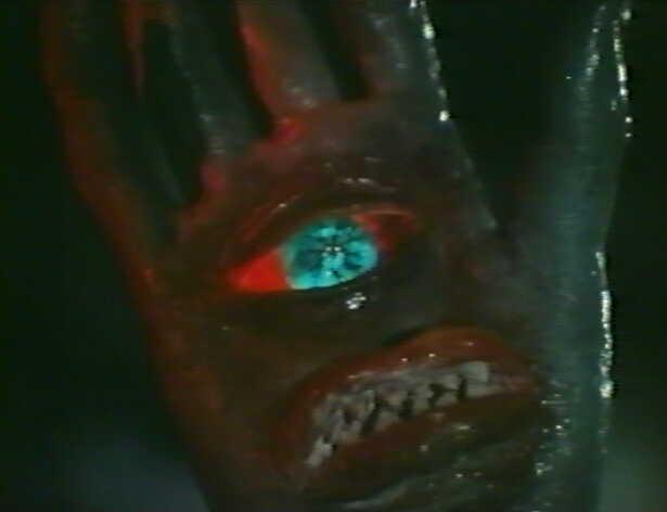 変身超獣ブロッケンは、人間に憑依する能力を持ち、TACの小山彰隊員(演:小林昭二)に乗り移り、TAC基地壊滅や新型ロケットエンジン破壊を目論む。 人間に憑依時には手の目玉と口が消えないという欠点があり、それを隠すために手袋をはめていた。