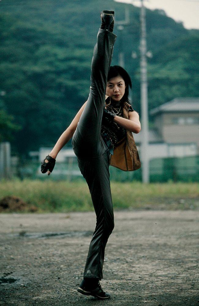 タイガーアンデッド / 城光(演:浜崎茜)は、テコンドーのような足技を使用した格闘術に長けており、レンゲルの変身者である上城睦月を圧倒している。