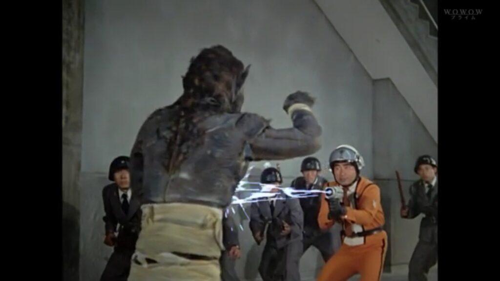 不気味な唸り声でドドンゴを呼び出すが、アラシ隊員のスパイダーショットの一撃を受けて倒された。
