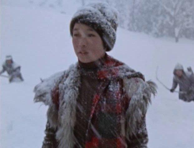 「雪ん子」(ユキ)を村ぐるみで殺害しようとした。村の子供たちが掘った落とし穴をそのままにしていたため、酔った猟師が落ちて凍死した事故がユキの仕業と決めつけられてしまい、村人に追われる。大人たちもクズの集まり。