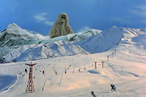 雪男のような怪獣のウーは、孤児のユキ(雪ん子)(演:富永幸子)が村人から迫害を受け、助けを呼ぶと、彼女を救うべく現れる。